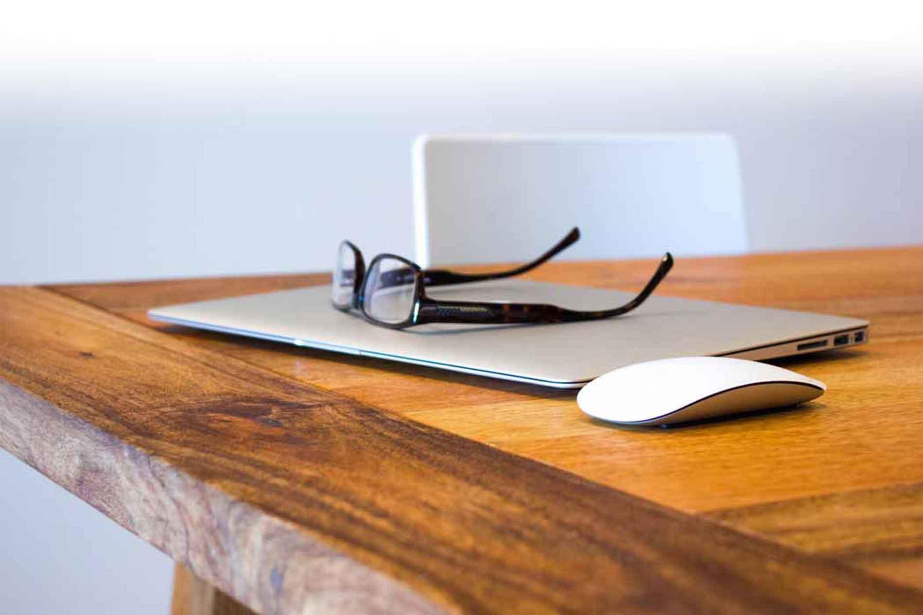 mac-glasses-1899x1266